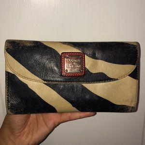 Dooney & Bourke worn leather printed wallet